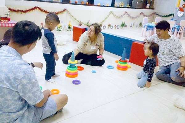 Born Bilingual (อายุ 6 เดือน - 1 ปี 11 เดือน)
